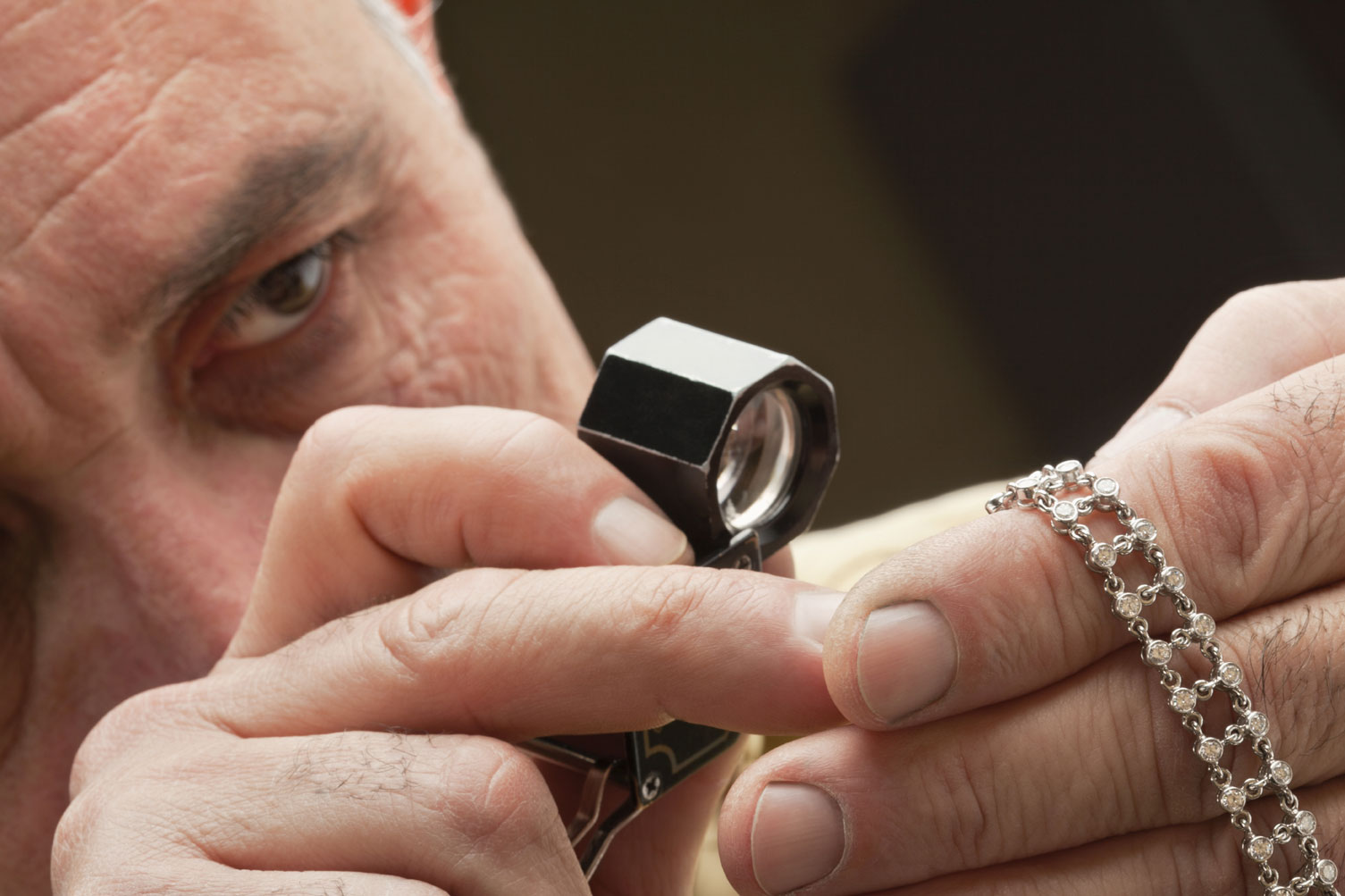 How-to-Become-a-Jewelry-Appraiser