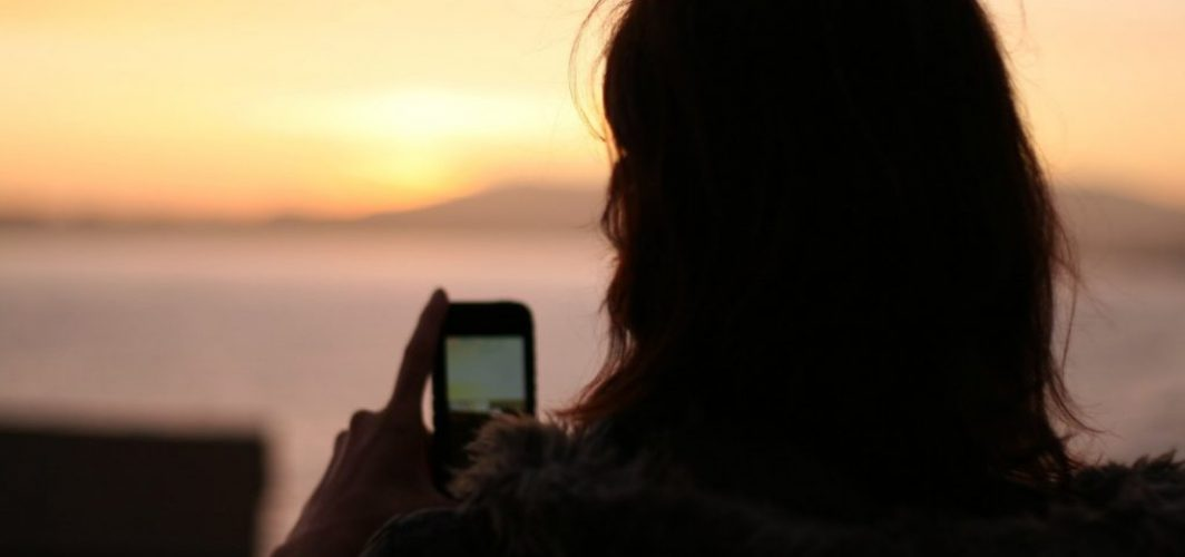 girl-with-smart-phone-1616794.jpg